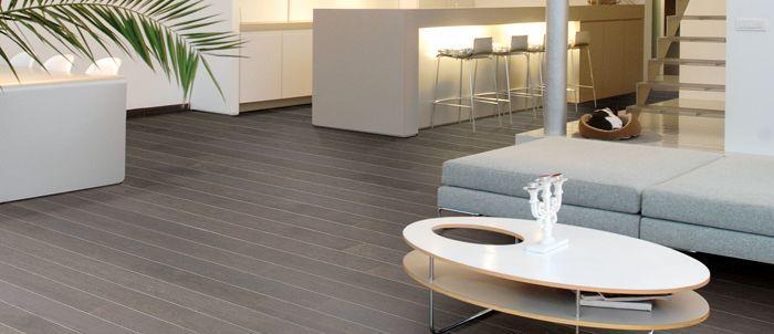 Real Wood Veneer Laminate Flooring Has The Look Of Real Oak